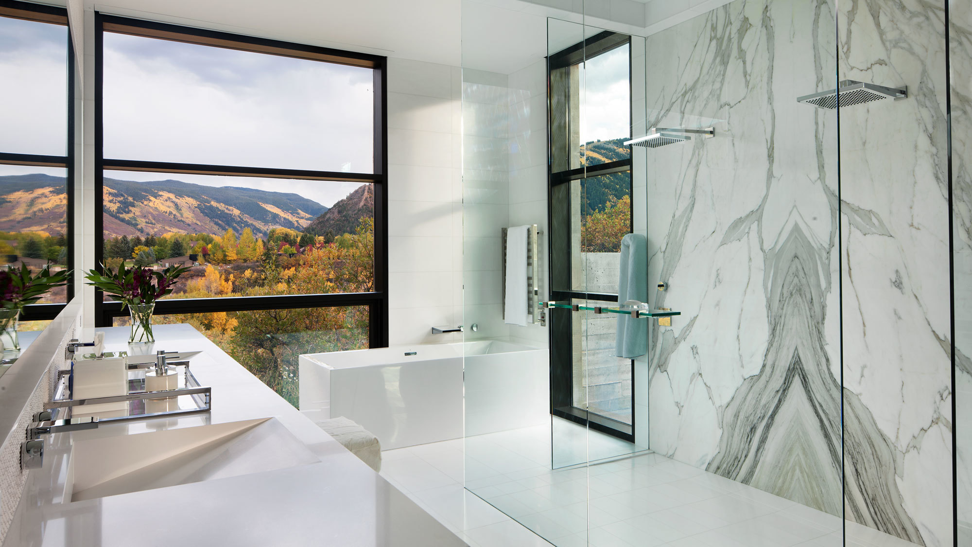 Maroon Creek Overlook Bathroom